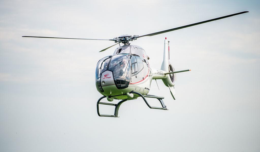 Helikoptervlucht boven NL of België